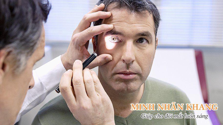 Cần đi khám sớm khi thấy mắt bị ruồi bay để tránh giảm thị lực nghiêm trọng